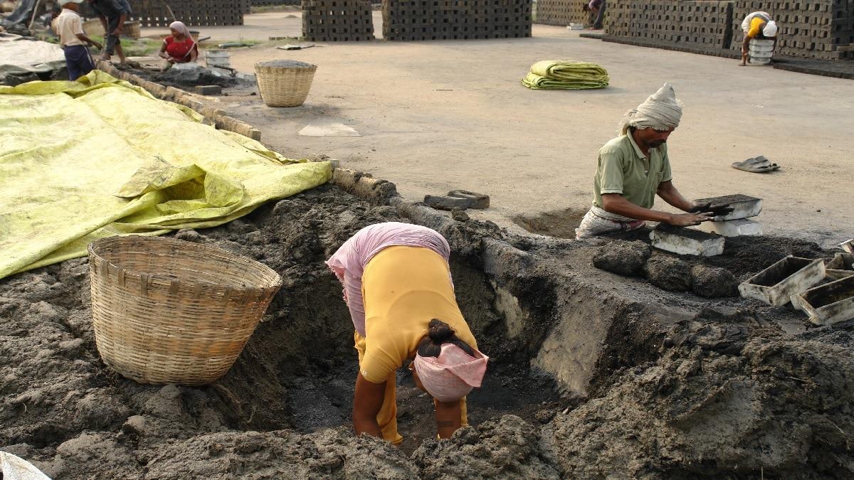 जम्मू कश्मीर मुहाफिज योजना असंगठित क्षेत्र के श्रमिकों, मजदूरों के लिए जीवन बीमा